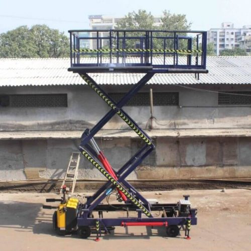 Self-Propelled-Scissor-Lift-for-Airline-Industry1-1024x683