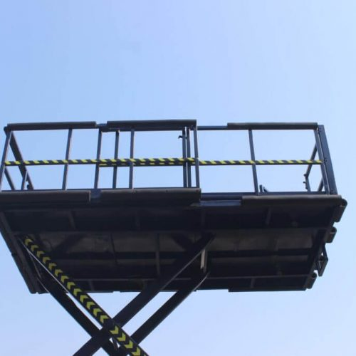 Self-Propelled-Scissor-Lift-for-Airline-Industry2-1024x683